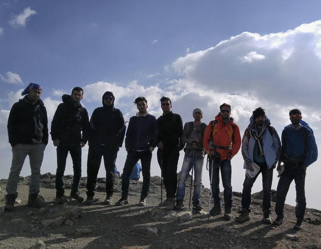 عکس دستهجمعی گروه بر فراز قله کلکچال